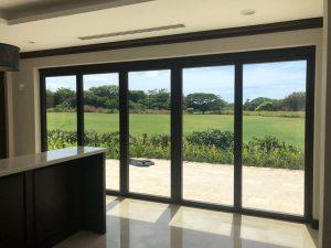 Read more about the article Ventanería: Los únicos acabados de construcción visibles desde el exterior y el interior del edificio.